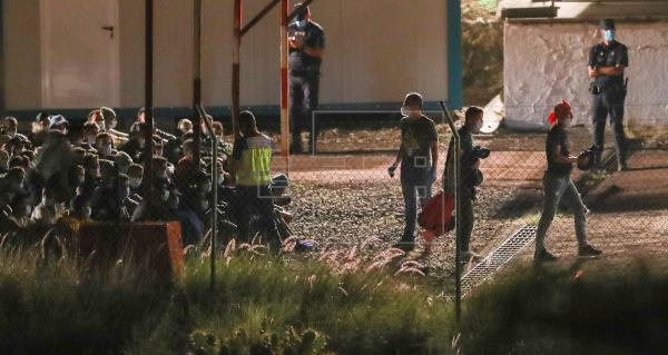 Varias ONG piden al Congreso que investigue la eventual vulneración de derechos humanos de inmigrantes en Canarias
