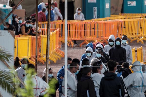 CC cree un error trasladar a Tenerife 2.000 inmigrantes desde Gran Canaria