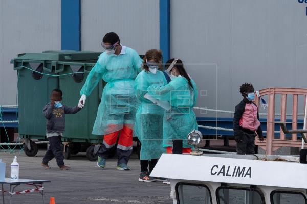 Save The Children pide agilizar el traslado de niños inmigrantes desde Canarias a la península