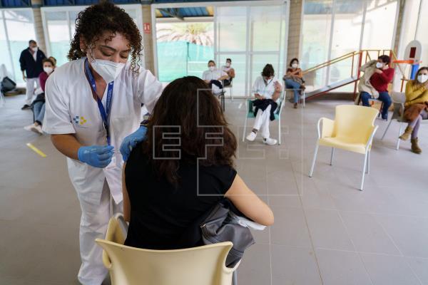 Canarias administra 8.328 vacunas en un solo día, la cifra más alta hasta ahora