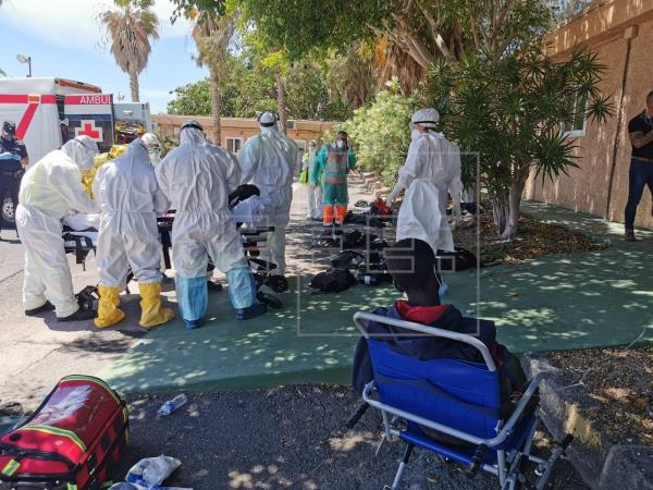 Cuatro muertos y 19 hospitalizados en un cayuco localizado a 220 kilómetros de El Hierro