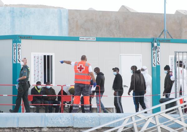 Rescatados en buen estado los 66 ocupantes de dos neumáticas cerca de Fuerteventura