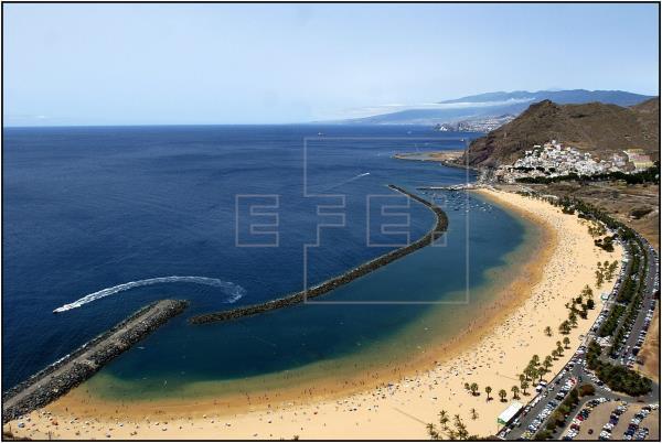 Santa Cruz de Tenerife prohíbe acceder a las playas en horario nocturno