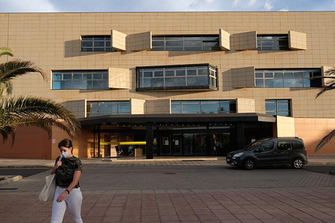 El Hospital de Fuerteventura pierde especialistas, mientras la Directora de Área de Salud sólo se preocupa por dar estabilidad a su hermano