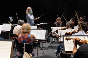 Catherine Larsen-Maguire dirige la Sinfónica de Tenerife en 'La Décima' de Shostakovich