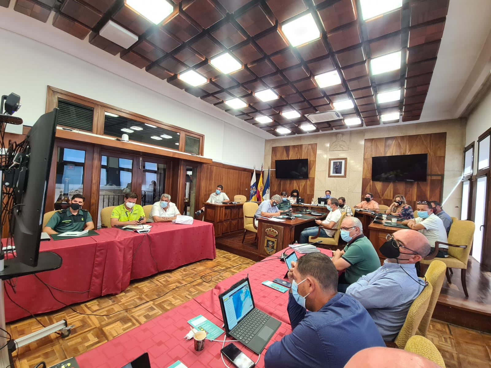 El Cabildo de La Palma y los ayuntamientos afectados presentan un plan de evacuación que garantice la seguridad