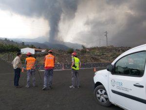El Cabildo de Tenerife amplía el dispositivo destinado a La Palma para ayudar en la limpieza de las carreteras