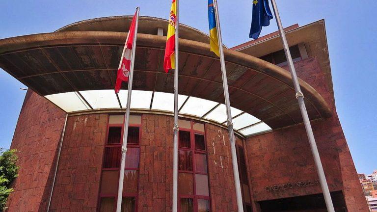El Cabildo de La Gomera aprueba una declaración institucional de apoyo a la sociedad palmera